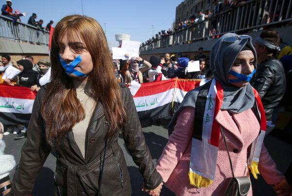 Антиправительственная акция протеста на площади Тахрир в Багдаде