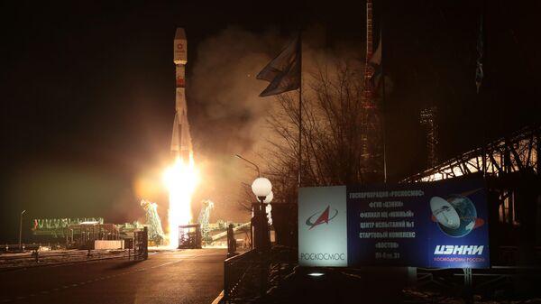 Пуск ракеты-носителя Союз-2.1б с разгонным блоком Фрегат и 34 космическими аппаратами OneWeb на борту с космодрома Байконур. 7 февраля 2020