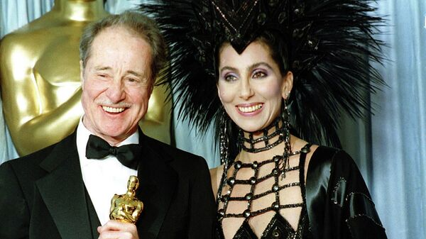 Певица Шер с актером Доном Амече на церемонии вручения премии Оскар, 1986 год