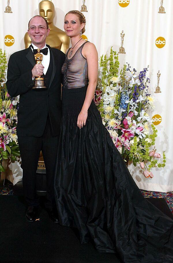 Гвинет Пэлтроу и Акива Голдсман на церемонии вручения премии Оскар, 2002 год