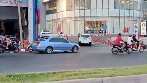 Торговый центр в Тайланде во время перестрелки тайского солдата в городе Накхонратчасима