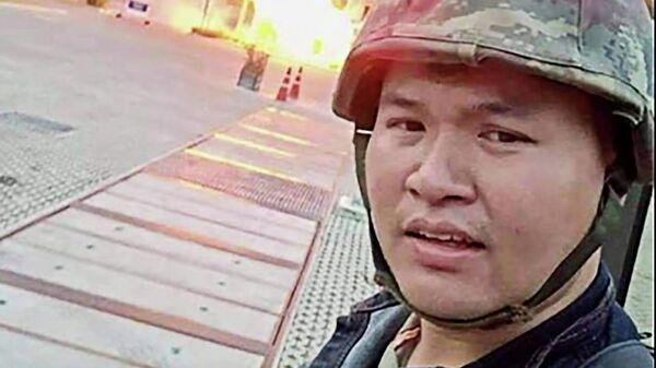 Снимок экрана из видео в прямом эфире в Facebook тайского солдата Джакрапанта Томмы во время нападения в  городе Накхонратчасима в Таиланде