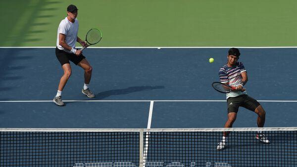 Теннисисты Андре Гёранссон (Швеция) и Кристофер рунгкат (Индонезия) на турнире в индийской Пуне