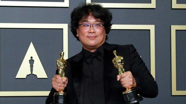 Режиссер Пон Чун Хо на церемонии вручения премии Оскар