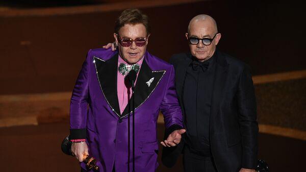 Элтон Джон и Берни Топин на церемонии вручения премии Оскар