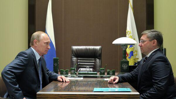 В.Путин провел рабочую встречу с В.Якушевым