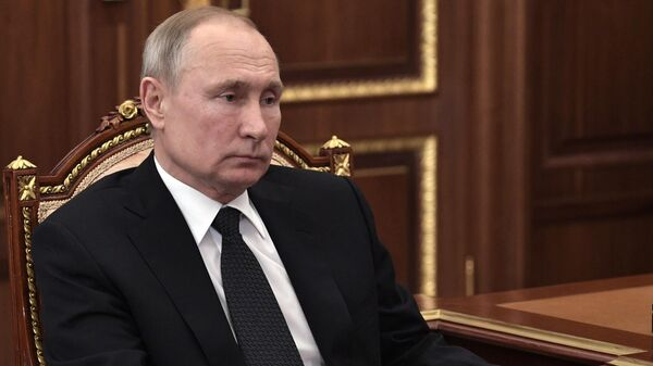 Президент РФ Владимир Путин во время встречи с министром строительства и жилищно-коммунального хозяйства РФ Владимира Якушева. 10 февраля 2020