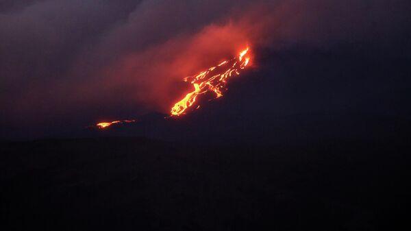 Извержение вулкана Питон-де-ла-Фурнез на острове Реюньон в Индийском океане. 10 февраля 2020