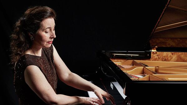 Канадская пианистка Анджела Хьюитт