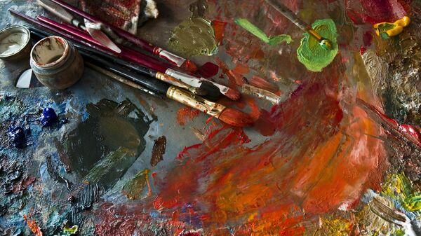 Краски с кисточками
