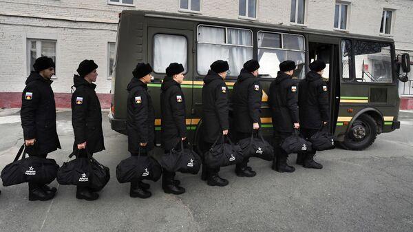 Призывники на сборном пункте во Владивостоке