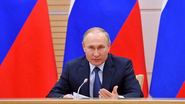 Президент РФ Владимир Путин проводит встречу с рабочей группой по подготовке предложений о внесении поправок в Конституцию Российской Федерации