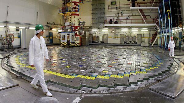 Сотрудники АЭС в реакторном зале