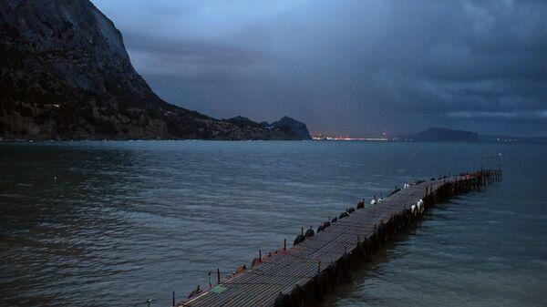 Побережье Черного моря в поселке Новый свет