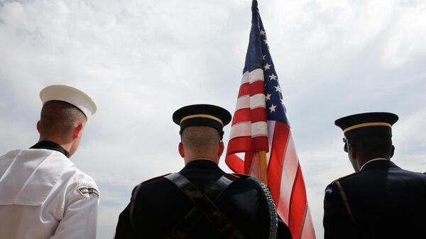 Почетный караул у здания Пентагона, где расположена Штаб-квартира Министерства обороны США
