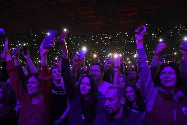 Зрители на XIII-ом Ежегодном музыкальном фестивале Чартова дюжина