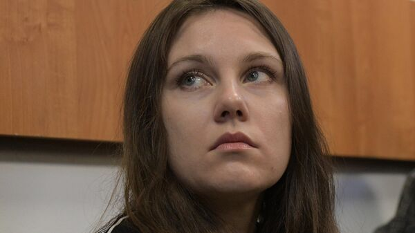 Жительница Петербурга Алла Ильина перед началом заседания Петроградского районного суда по ее делу