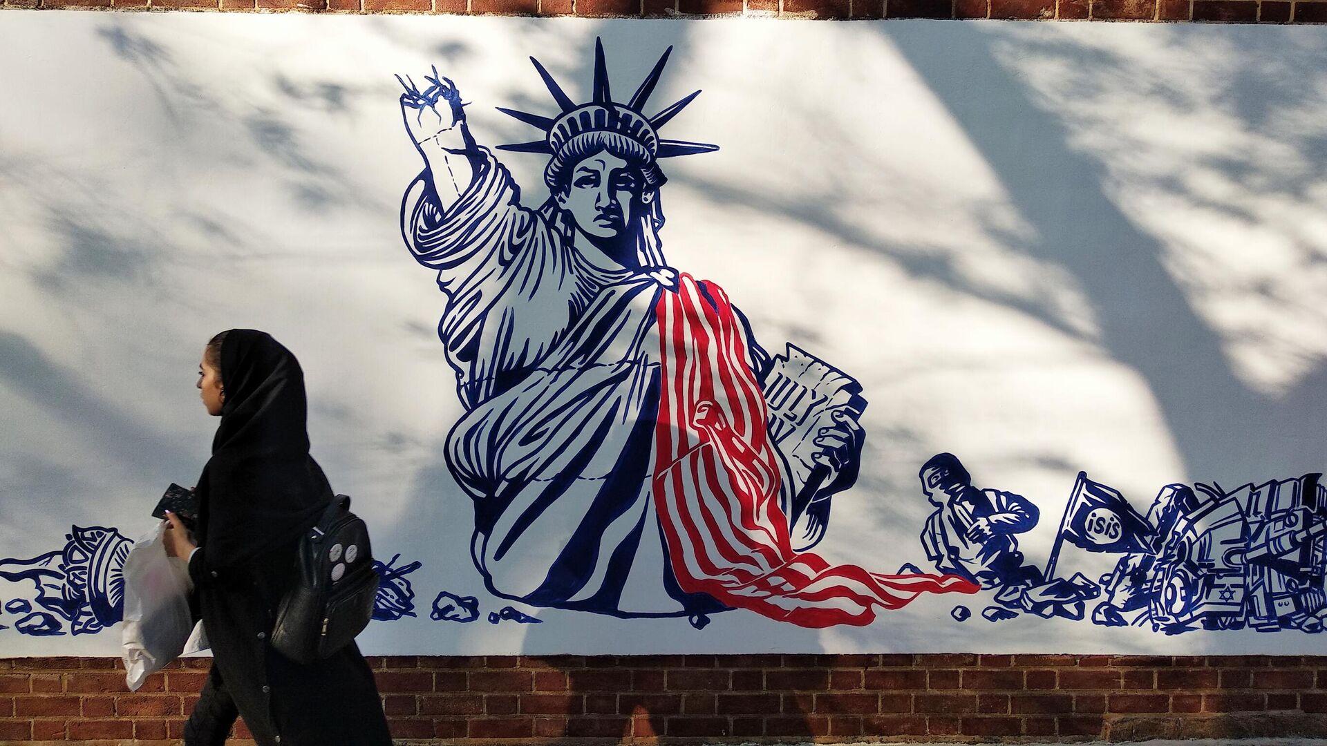 Граффити перед бывшим посольством США в Тегеране - РИА Новости, 1920, 19.01.2021