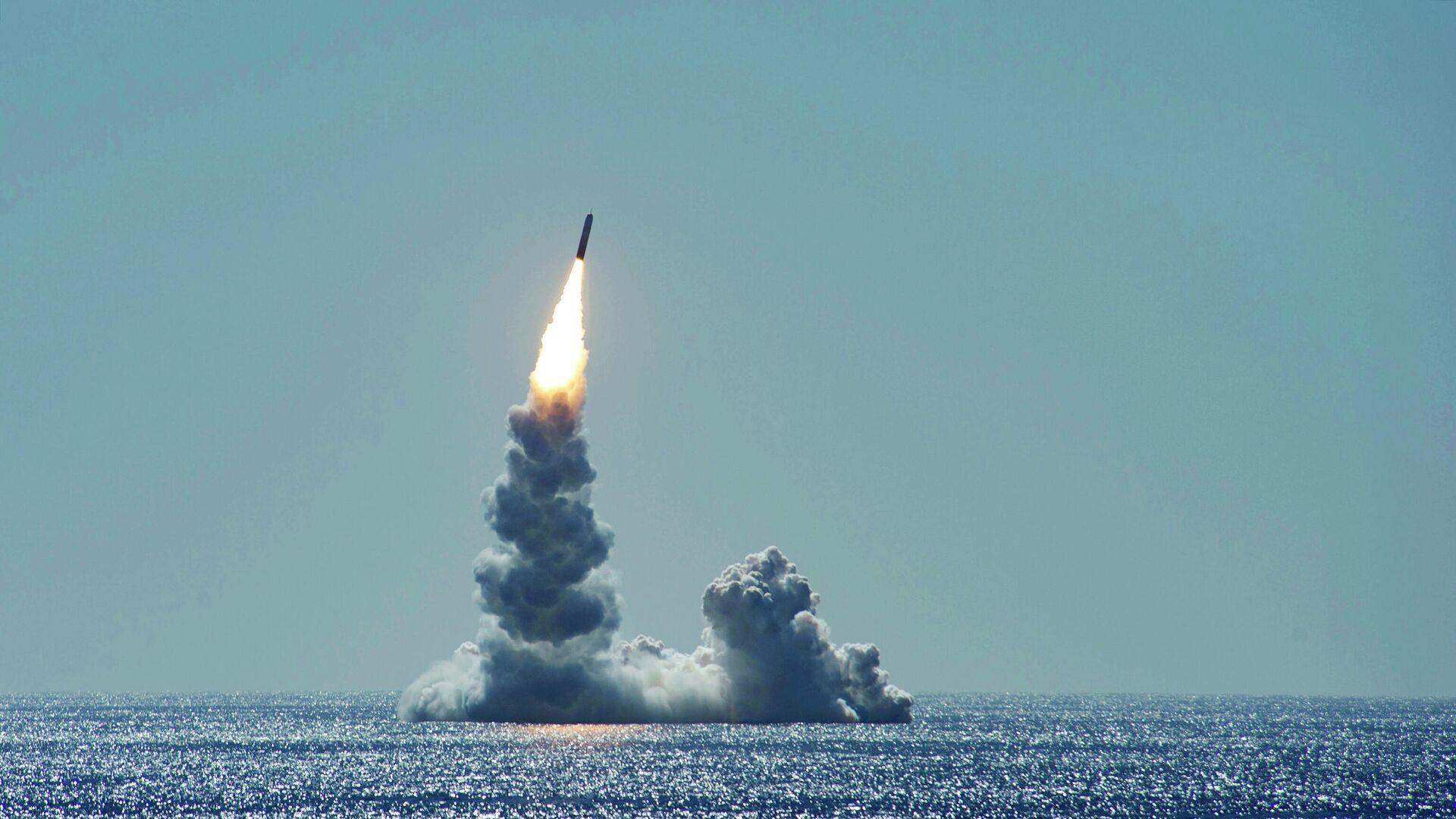 Запуск баллистической ракеты Trident II (D5LE) с подводной лодки USS Maine - РИА Новости, 1920, 12.09.2020