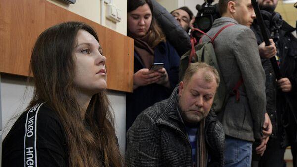 Жительница Петербурга Алла Ильина перед началом заседания Петроградского районного суда
