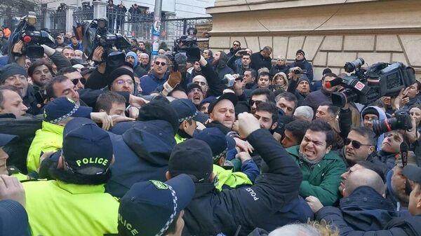 Акция протеста оппозиции у здания парламента Грузии в Тбилиси. 18 февраля 2020