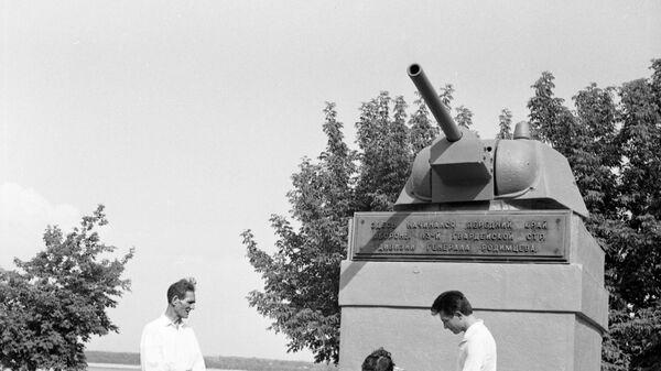Памятник танку Т-34 в Волгограде