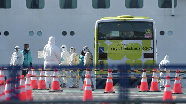 Эвакуация пассажиров круизного лайнера Diamond Princess в порту Йокогама