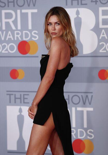 Модель Эбби Клэнси на церемонии вручения премии Brit Awards в Лондоне