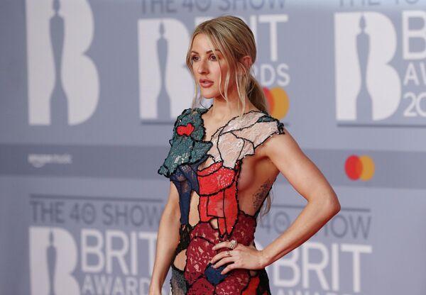 Певица Элли Голдинг на церемонии вручения премии Brit Awards в Лондоне