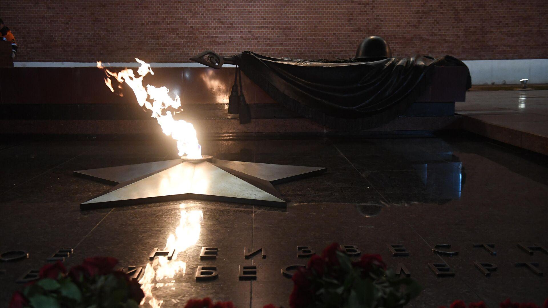 Профилактическая проверка Вечного огня в Александровском саду - РИА Новости, 1920, 06.05.2021