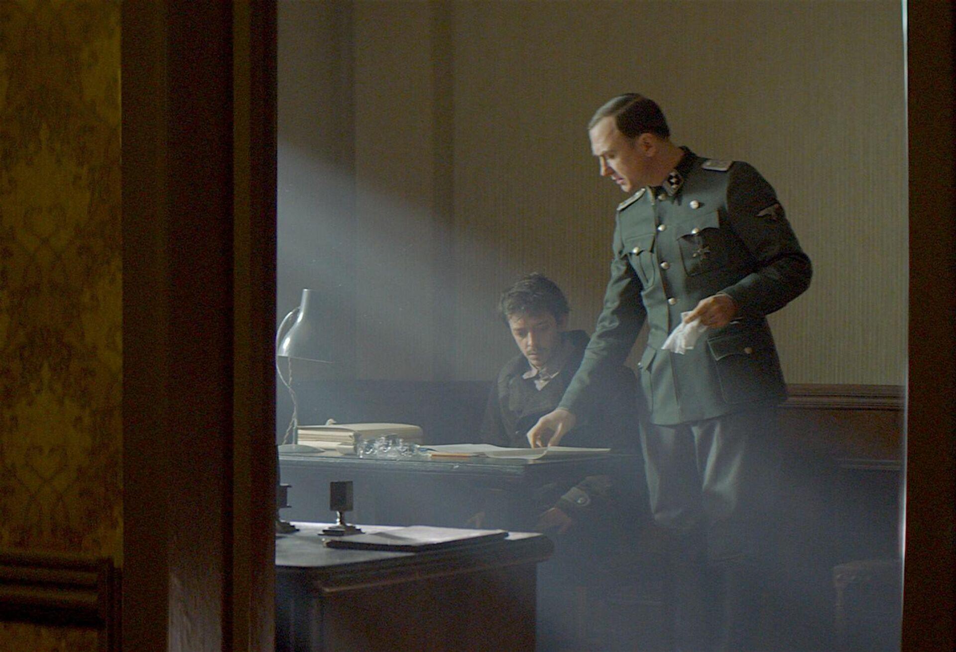 Будни блогера, драма о холокосте, переезд в США. Что смотреть в кино