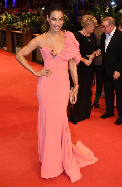 Актриса Аннабель Манденг на красной дорожке церемонии открытия юбилейного 70-го Берлинского международного кинофестиваля Берлинале - 2020