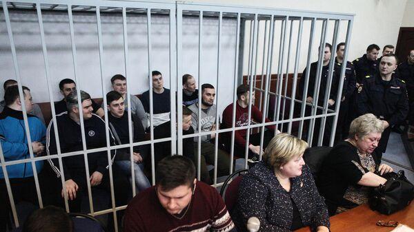 Заседание в Дзержинском районном суде Ярославля по уголовному делу против 14 обвиняемых об избиении заключенного Евгения Макарова в ярославской колонии