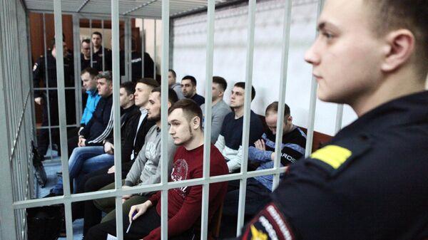 Фигуранты уголовного дела об избиении в ярославской колонии заключенного Евгения Макарова на заседании в Дзержинском районном суде Ярославля