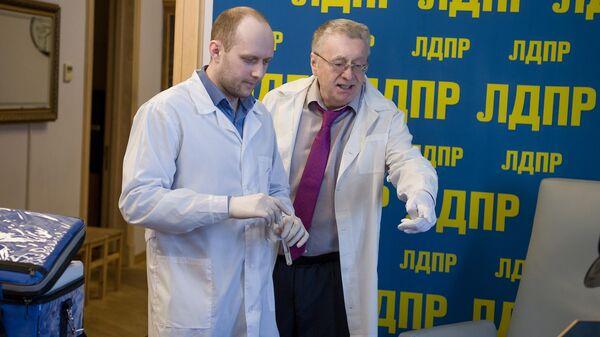 По просьбе лидера ЛДПР Владимира Жириновского Госдуму проверили на количество микробов