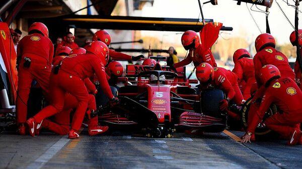 Болид команды Формулы-1 Феррари