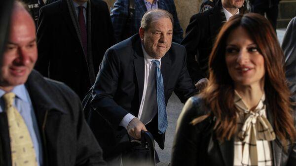 Харви Вайнштейн прибывает в Нью-йоркский уголовный суд для обсуждения присяжными по делу о сексуальных домогательствах. 24 февраля 2020