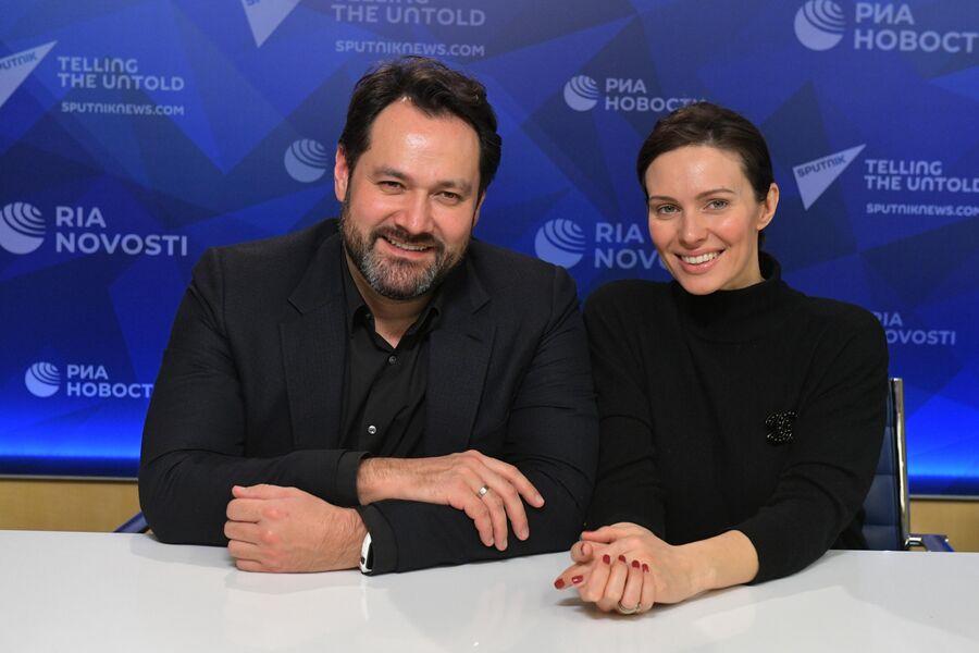 Ильдар Абдразаков с женой Марикой