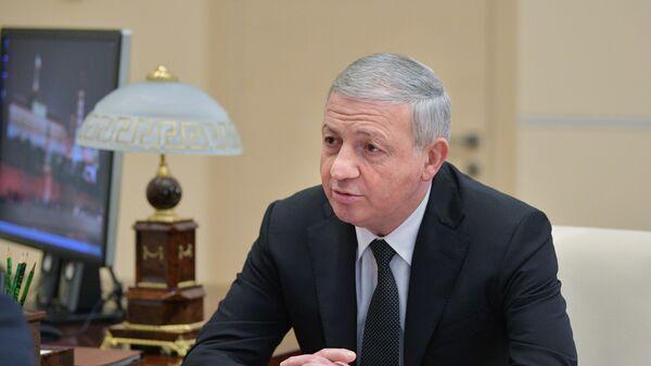 Глава Республики Северная Осетия - Алания Вячеслав Битаров во время встречи с президентом РФ Владимиром Путиным