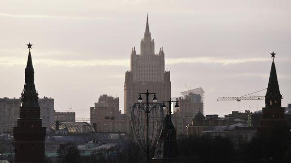 Московский Кремль и здание Министерства иностранных дел