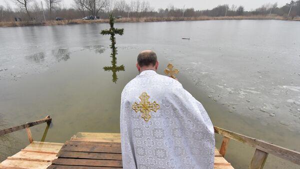 Священнослужитель на праздновании Крещения во Львовской области