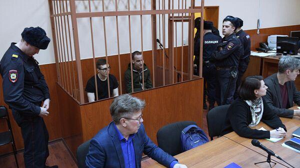 Участники запрещенной в РФ террористической организации Сеть Виктор Филинков и Юлий Бояршинов на выездном заседании Московского окружного военного суда в Санкт-Петербурге