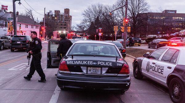 Полиция на месте стрельбы в Милуоки, штат Висконсин. 26 февраля 2020