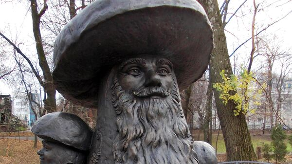 Памятник грибы с глазами