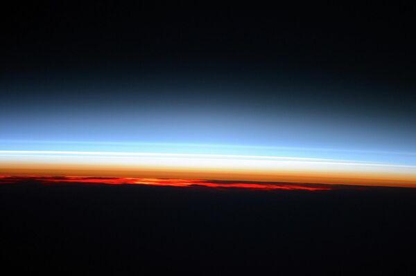Рассвет с борта Международной космической станции