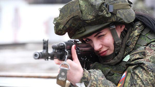 Участница конкурса красоты среди женщин-военнослужащих Ракетных войск стратегического назначения Макияж под камуфляж