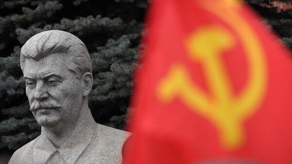 Бюст И. В. Сталина