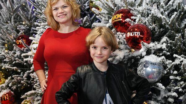 Даниил Муравьев-Изотов и его мама