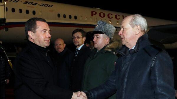 Заместитель председателя Совета безопасности РФ  Дмитрий Медведев, прибывший в Казахстан с рабочей поездкой, во время встречи в аэропорту Нур-Султана