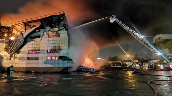 Крупный пожар в здании школы бокса в Химках